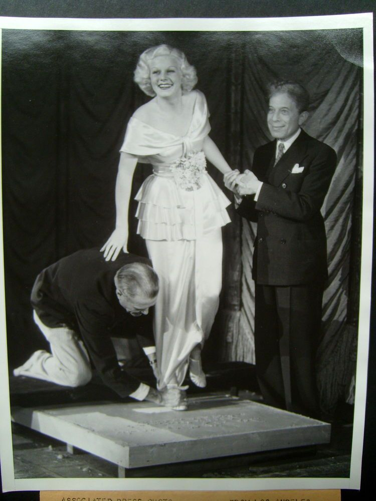 Jean Harlow Orig 1933 Photo Putting Her Feet In Cerment In Hollywood Classic Jean Harlow Hollywood Old Hollywood Movies