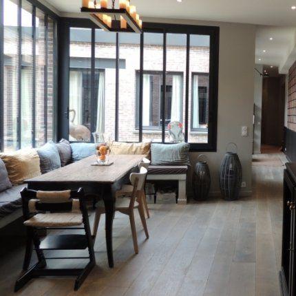 Un loft organisé autour du0027un patio Banquettes, Salons and Verandas - table salle a manger loft