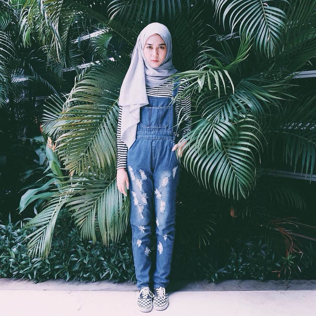 Intan Khasanah On Instagram Overall Jeans From Minnieme Boutique Model Pakaian Hijab Kasual Pakaian Kasual