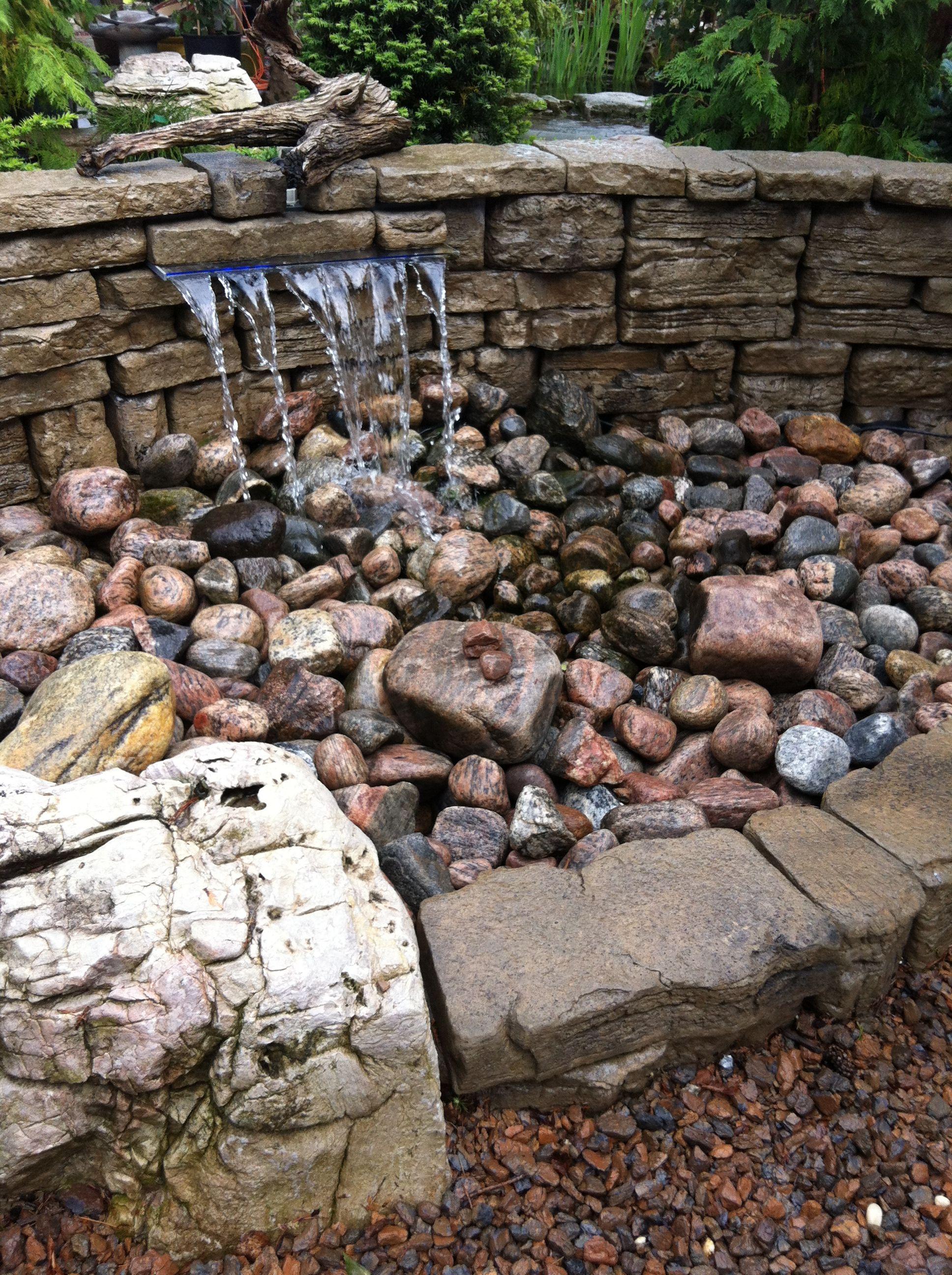 Pin de barbara bonilla herrero en fuentes y estanques for Cascada estanque prefabricado