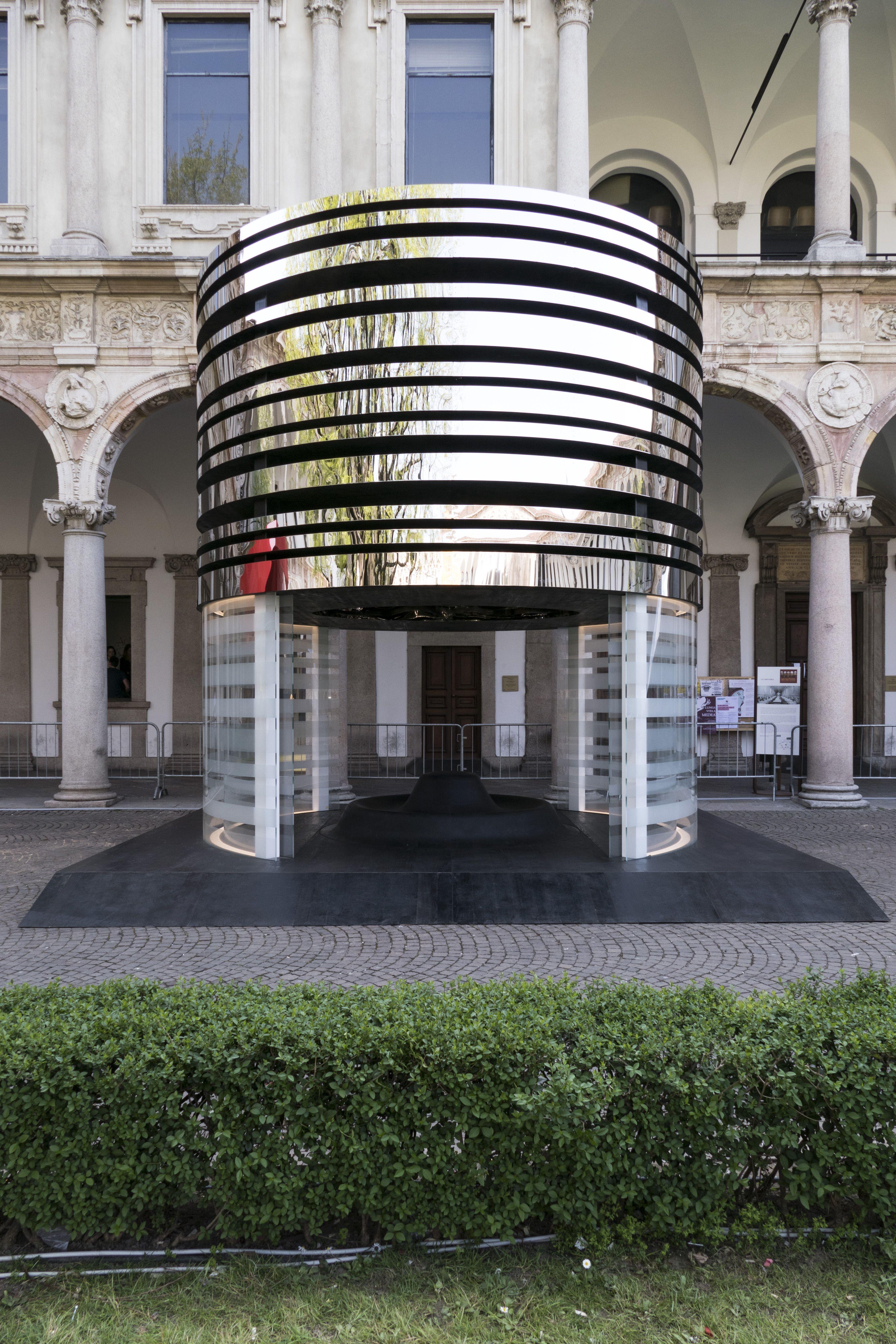 Black Hole #vetro #glass #milan #milanodesignweek #fuorisalone #design #architecture
