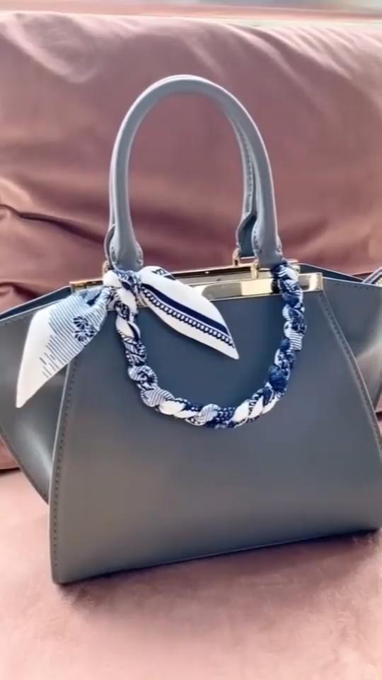 How to Tie a Scarf to a Handbag 002 Women's Fashio