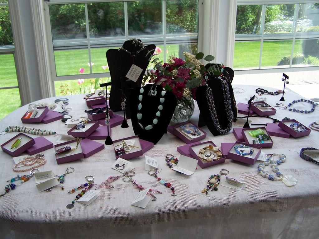Cute display using boxes Premier Jewelry Ideas Pinterest