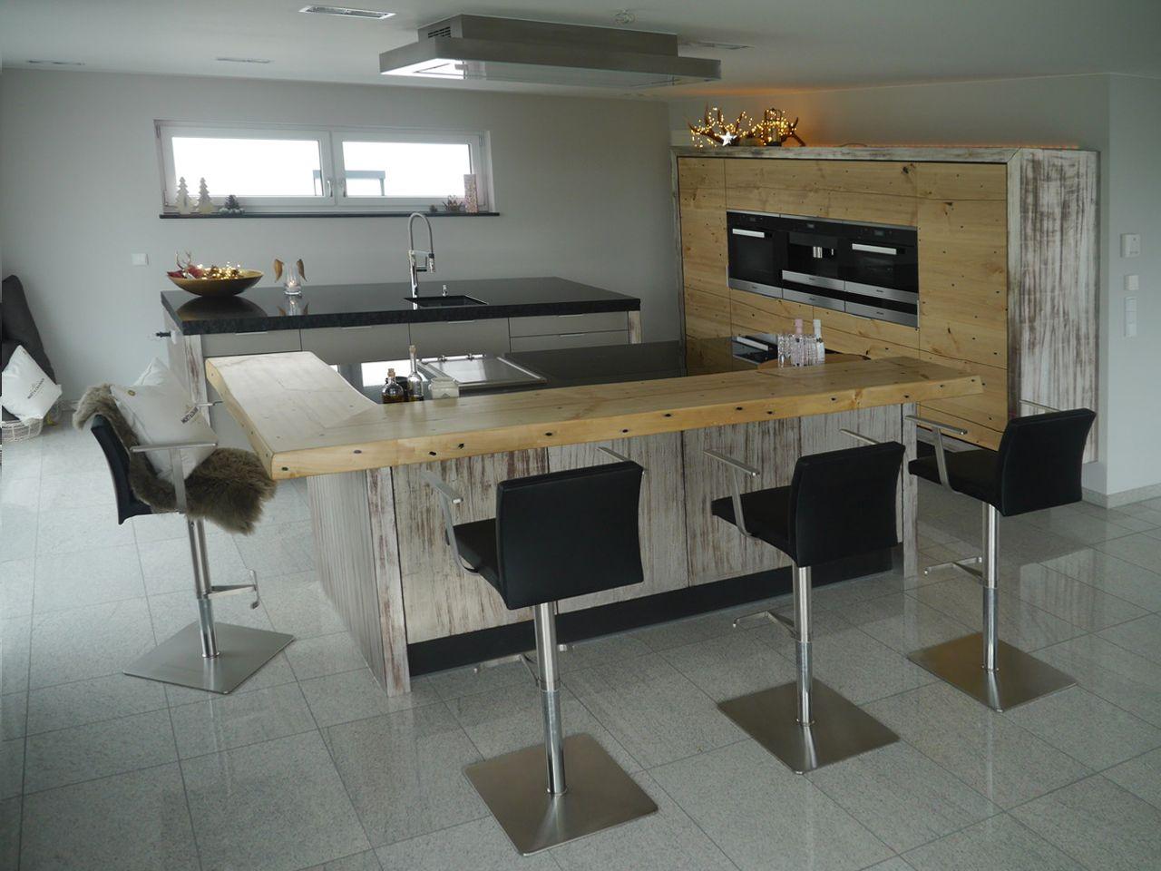 große offene Küche mit 2 Inseln, Theke und