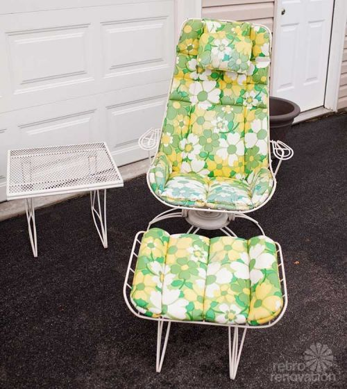 Vintage Homecrest Patio Furniture Is Highly Collective Check Out This Set With Original Upholstery And A New Old Stock Umbrella
