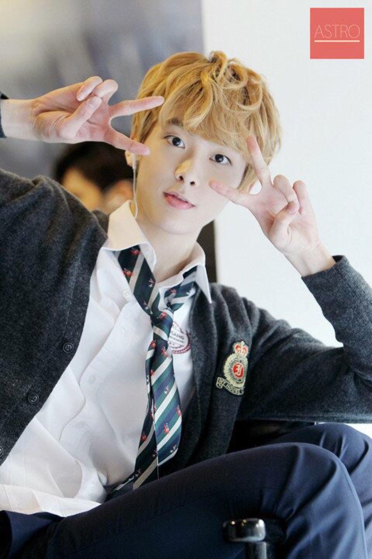 Yoon San Ha 윤산하 || Astro || 2000 || 184cm || Vocal || Maknae