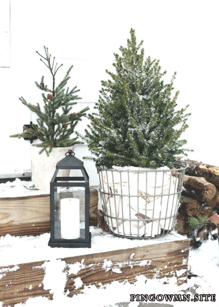 Simple Outdoor Christmas Decor Just wanted to (over)share some outdoor Christmas #juledekorationideer2019