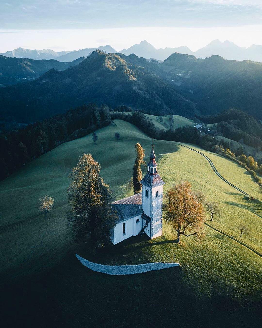 Sveti Tomaz Skofja Loka Slovenia 🇸🇮 📍 Cc : @manueldietrichphotography #slovenia #europe Sha