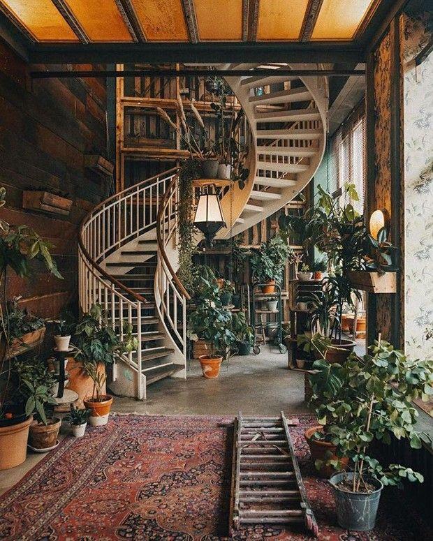 Décor do dia: escada decorada com plantas