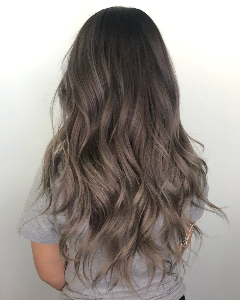 60 Shades Of Grey Silver And White Highlights For Eternal Youth Ash Brown Hair Color Hair Styles Brunette Hair Color
