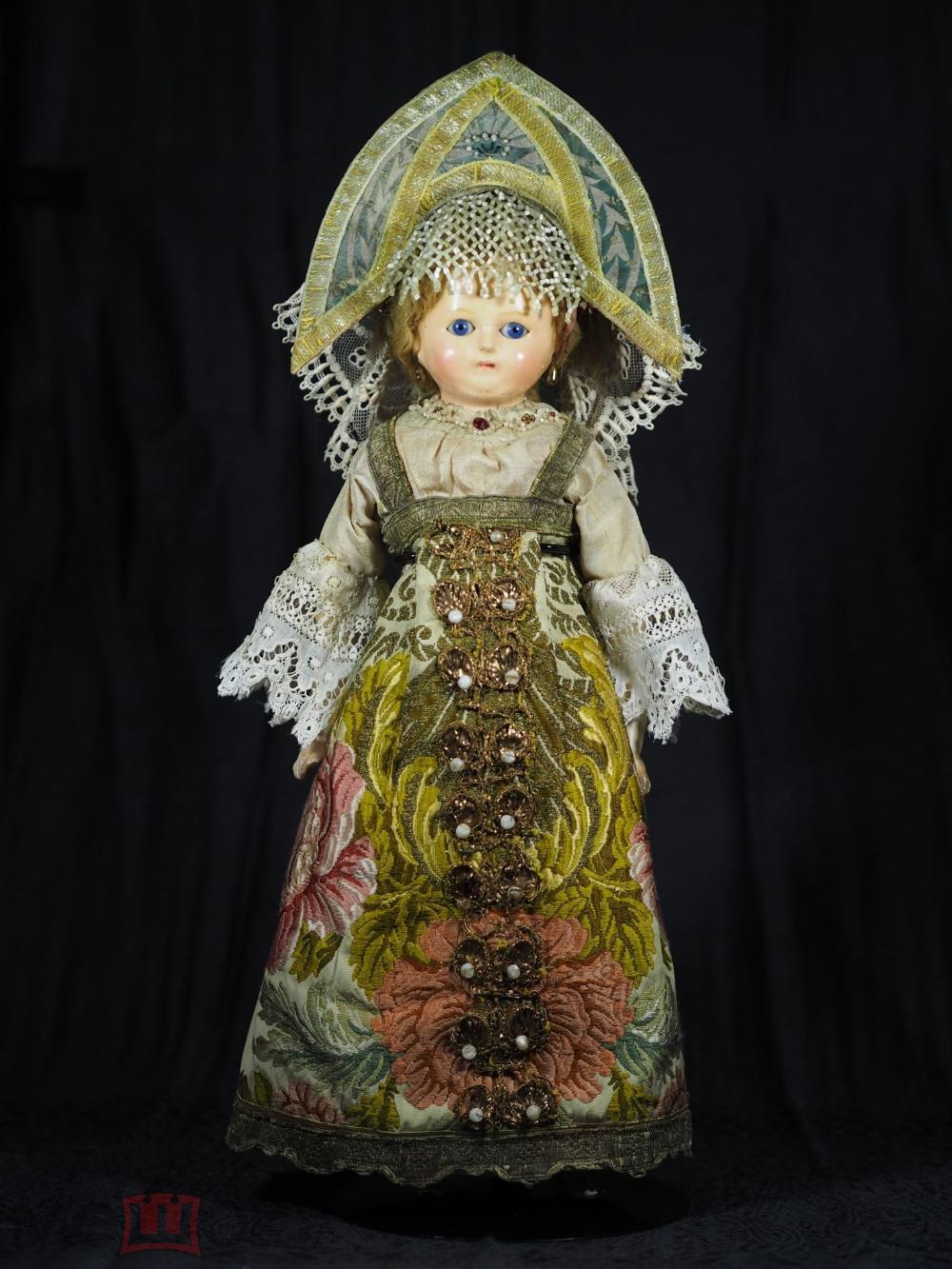 Ранняя антикварные кукла в русском национальном костюме ...