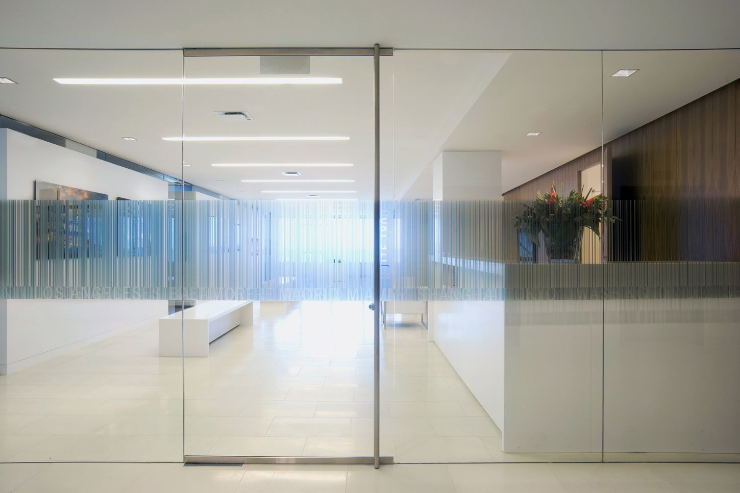 Building Glass Door Google Search Ofis Bolmeleri Mavi Ofis Ofisler