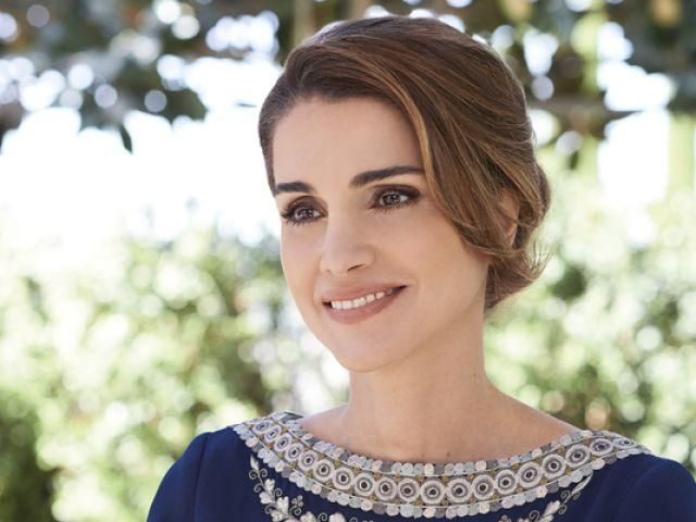 الملكة رانيا العبد لله إلي فائزة ذا فويس صوت جميل يستحق الفوز ألف ألف مبروك نداء شرارة Queen Rania Beauty Beautiful People
