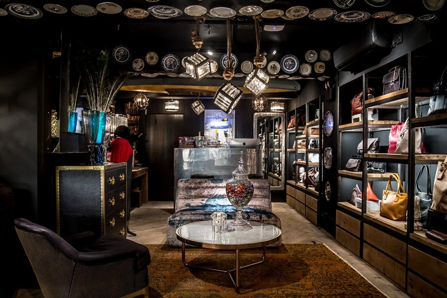 Situated In The Bustling Neighbourhood Around Gough Street Near Hollywood Road With Its Antique S And Art Galleries Close To Elgin L