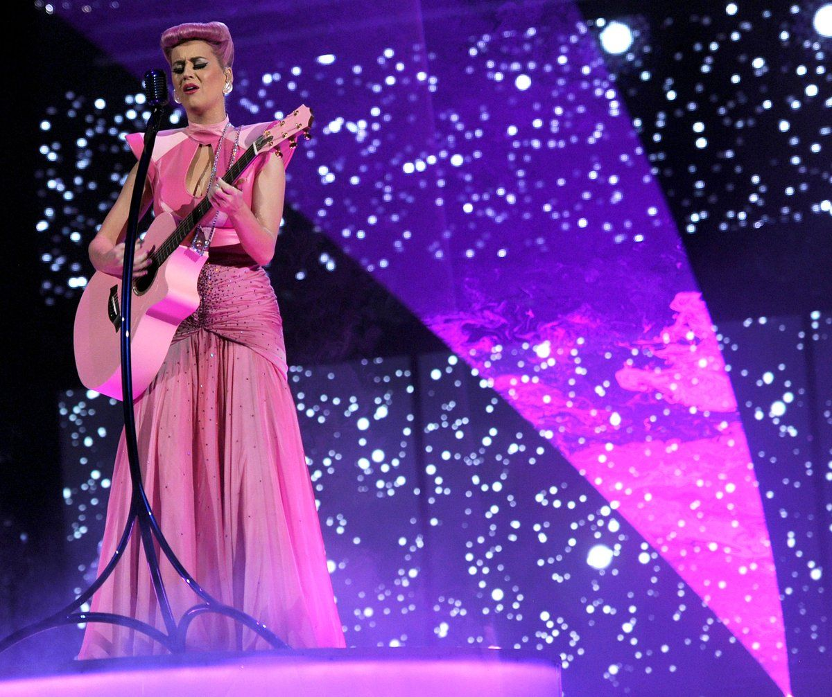 #AMAs in 2011 • @katyperry performs 'The One That Got Away' and receives the Award of Achievement ✨