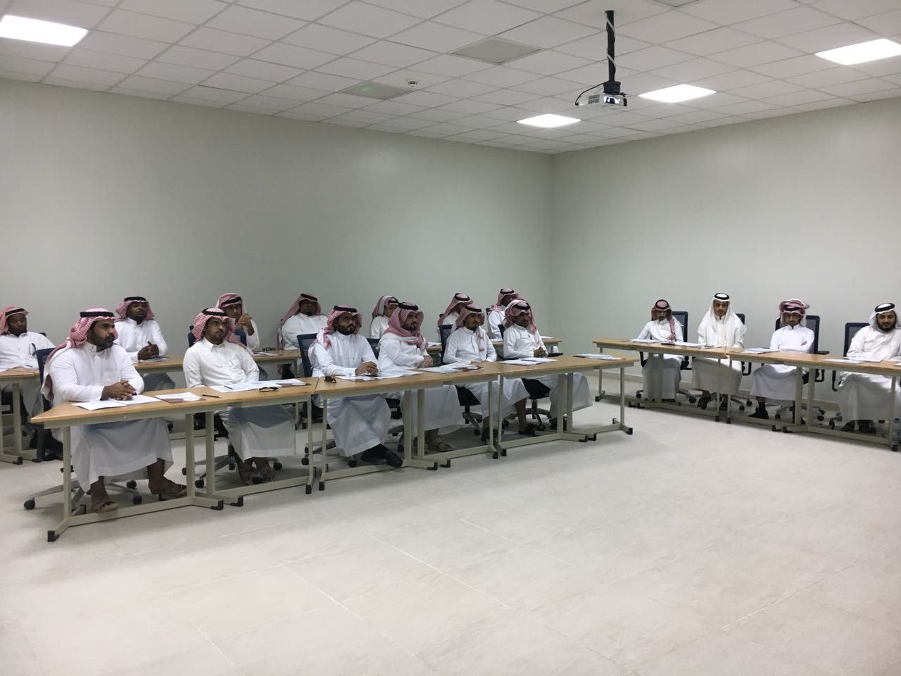 إدارة الأداء الوظيفي برنامج تدريبي لموظفي جامعة الأمير سطام بن عبدالعزيز صحيفة وطني الحبيب الإلكترونية New Homes Decor Conference Room