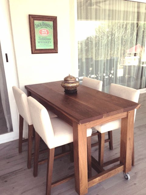 Mesa con banquetas de lapacho para exterior WD.