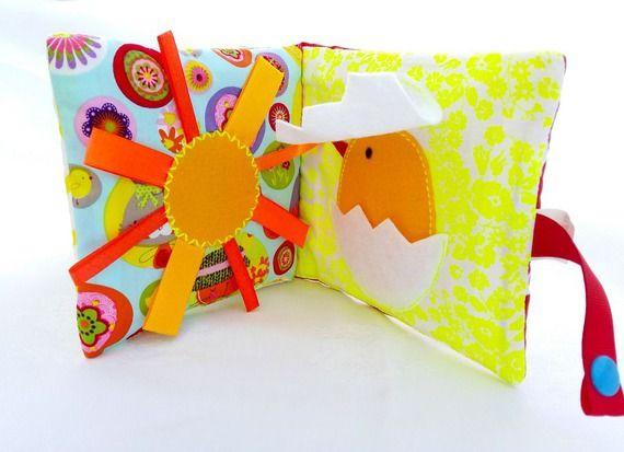 livre eveil livre toucher b b montessori cadeau. Black Bedroom Furniture Sets. Home Design Ideas