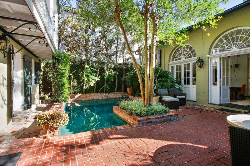 new orleans homes courtyard pool