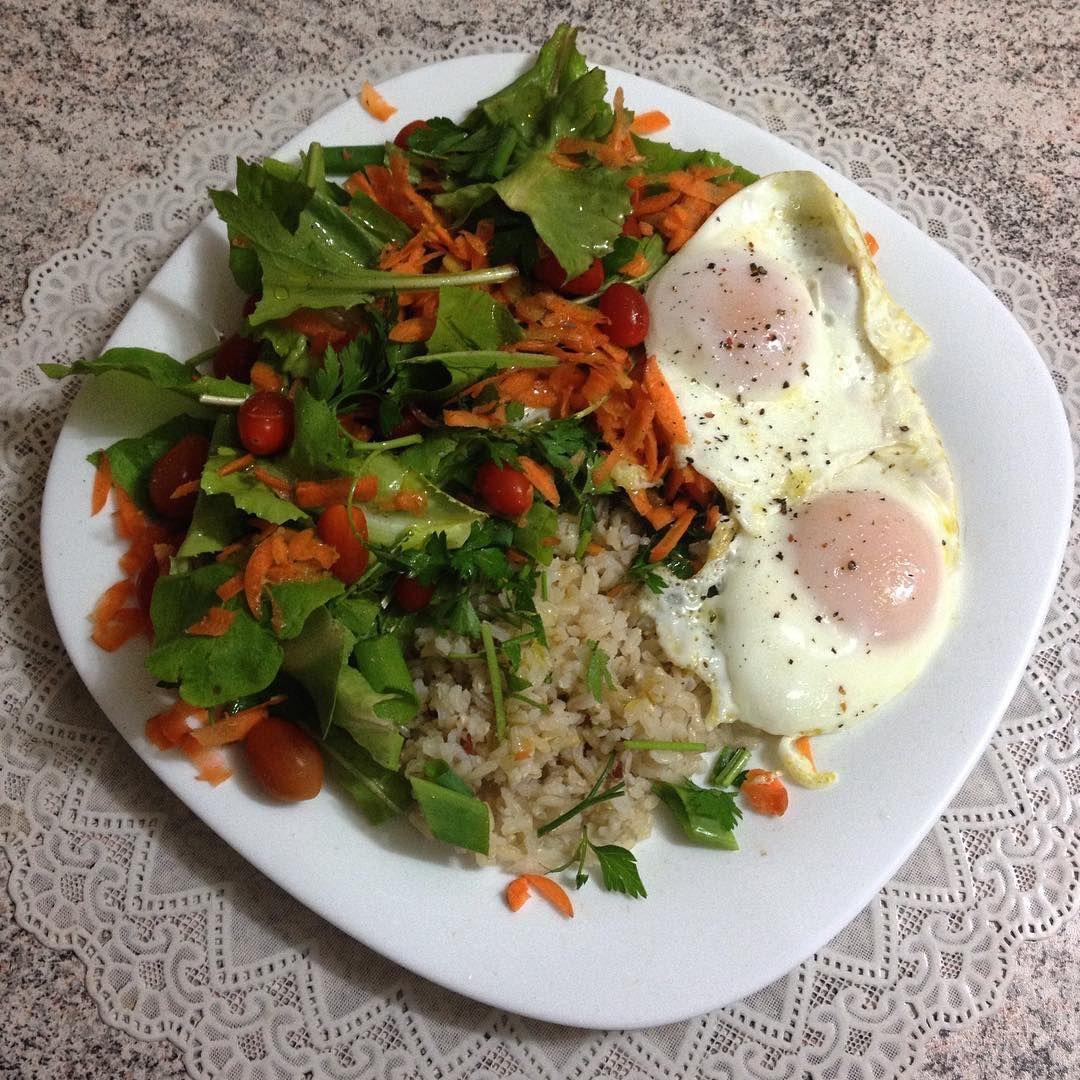 """40 curtidas, 4 comentários - Luíza Tavares (@luiza.organica) no Instagram: """"Simples, prático, rápido e barato 🍃  Pro ovo ficar assim e com a gema mole, é só untar a frigideira…"""""""