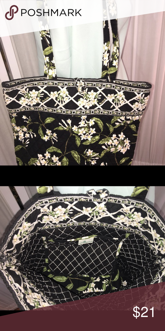 7a38ec3b1cc Original cardboard insert on the bottom and cloth covered button. Vera  Bradley Bags Totes