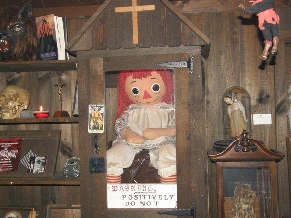 A verdadeira boneca Anabelle. E sim, ela tem um espirito maligno ...