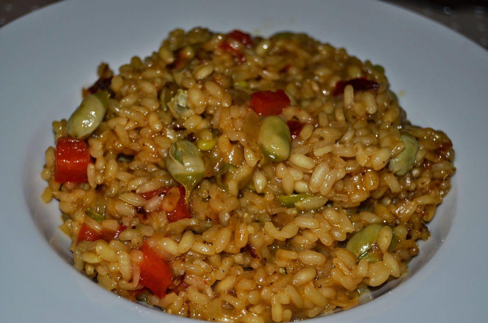 Cocinando vegetales: Arroz con habas y pimiento rojo.