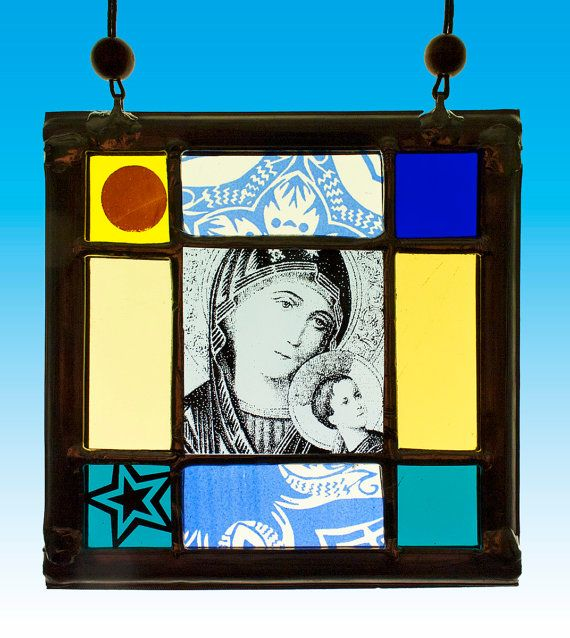 Mary and Child, stained glass suncatcher. Available at the Etsy Shop of Stained Glass Elements. Maria met Kind glas in lood  maria glas in door StainedGlassElements.