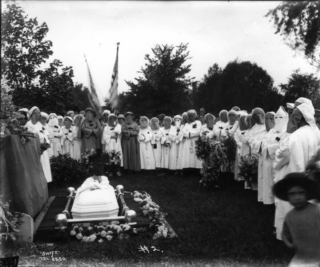 Libros Sobre El Ku Klux Klan How Women In The Kkk Were Instrumental To Its Rise Darker Side