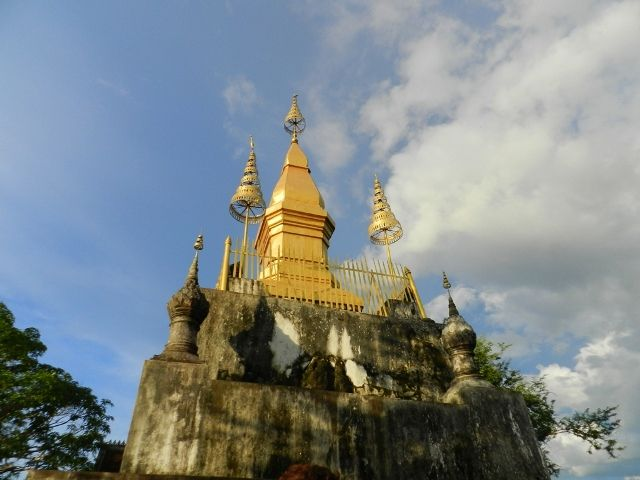 Why You Must-See the Wat Chom Si - Cush #TravelBlog #Laos #Asia