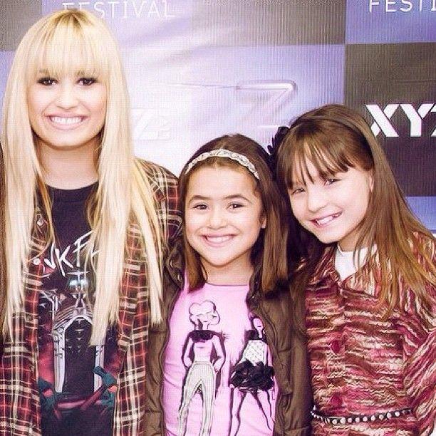 c233c80a1aa Demi Lovato Eu e Larissa Manoela