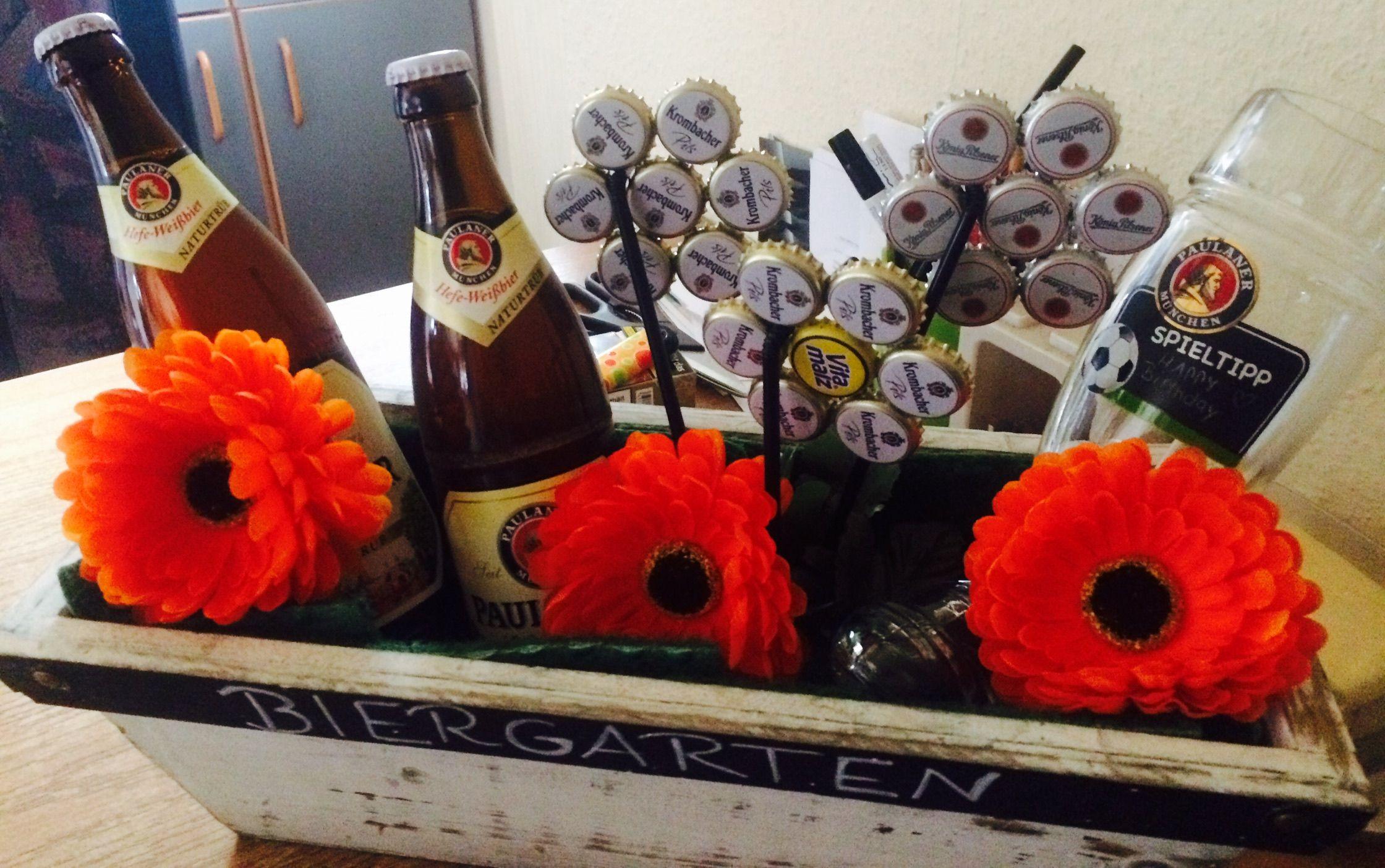 Biergarten man ben tigt bier kronkorken strohhalme blumentopf sekundenkleber kunstblumen - Kunstrasen zum basteln ...