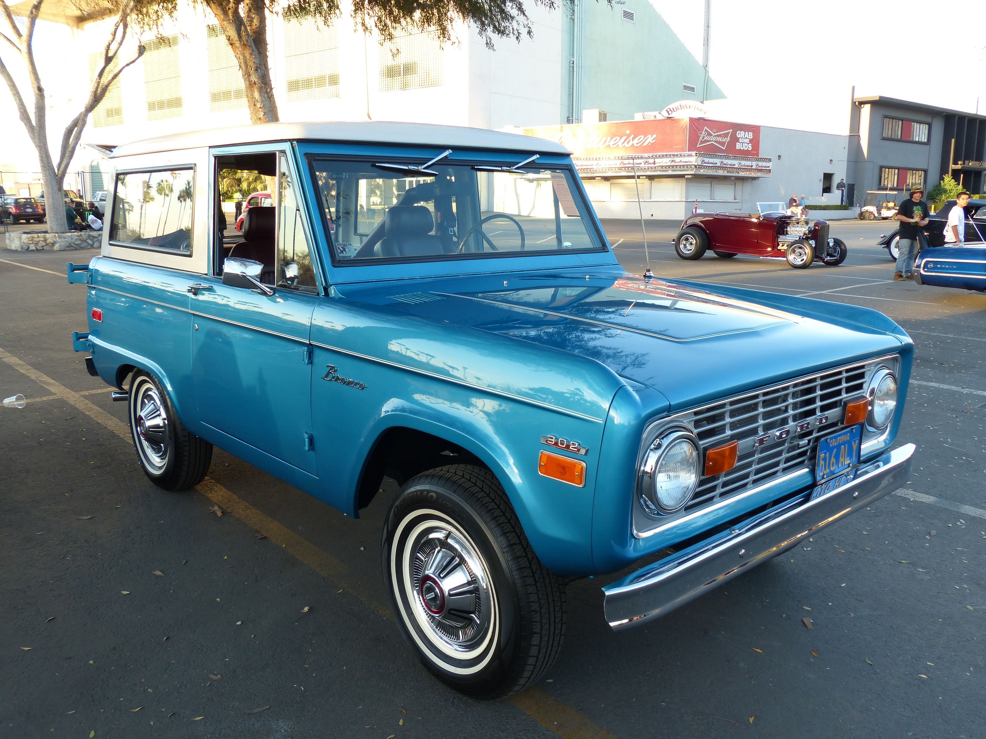 Classic Ford Bronco Suv The Only Good Kind Of Suv Ford Bronco