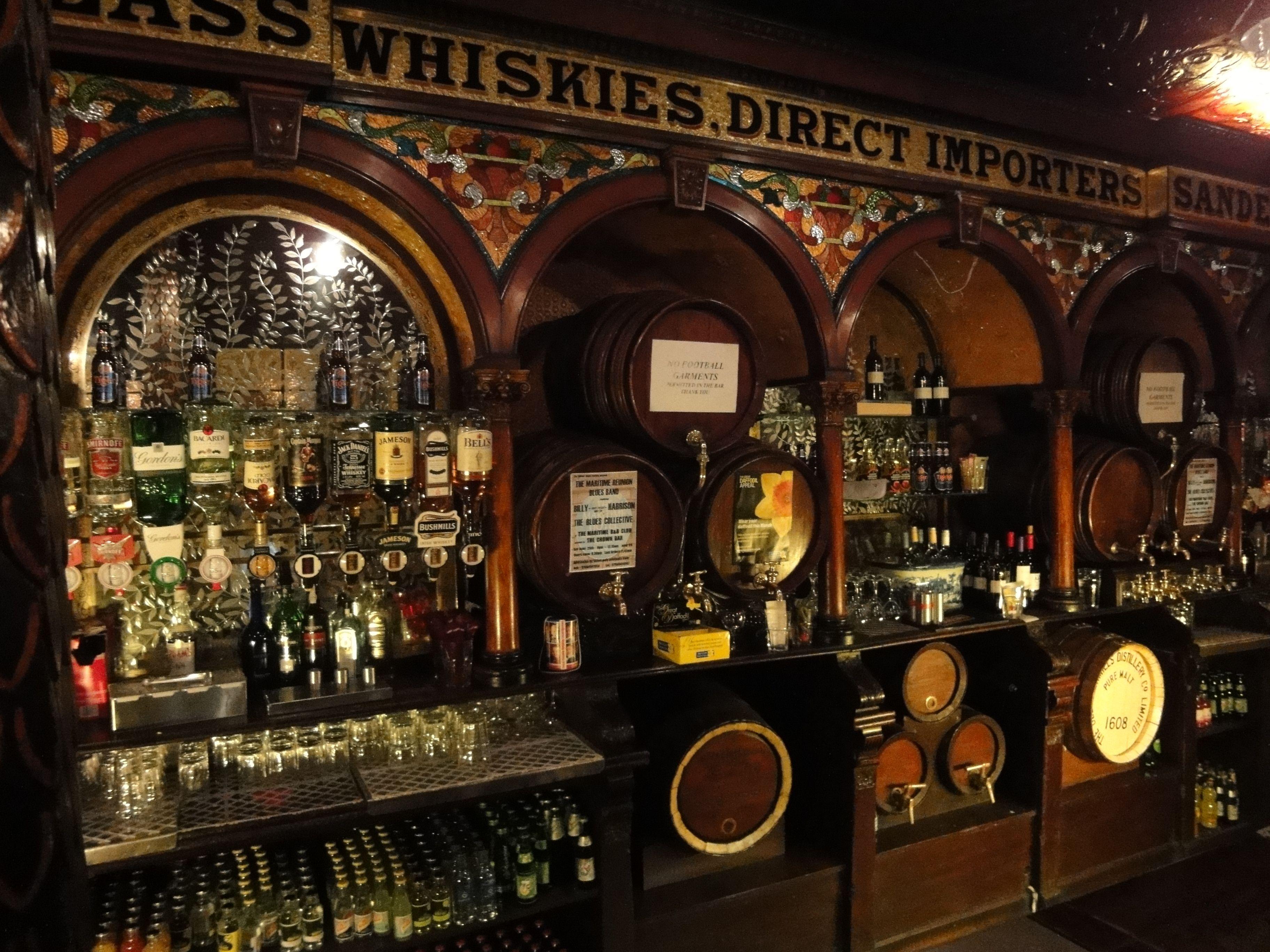 Crown Saloon Belfast, NORTHERN IRELAND Saloon