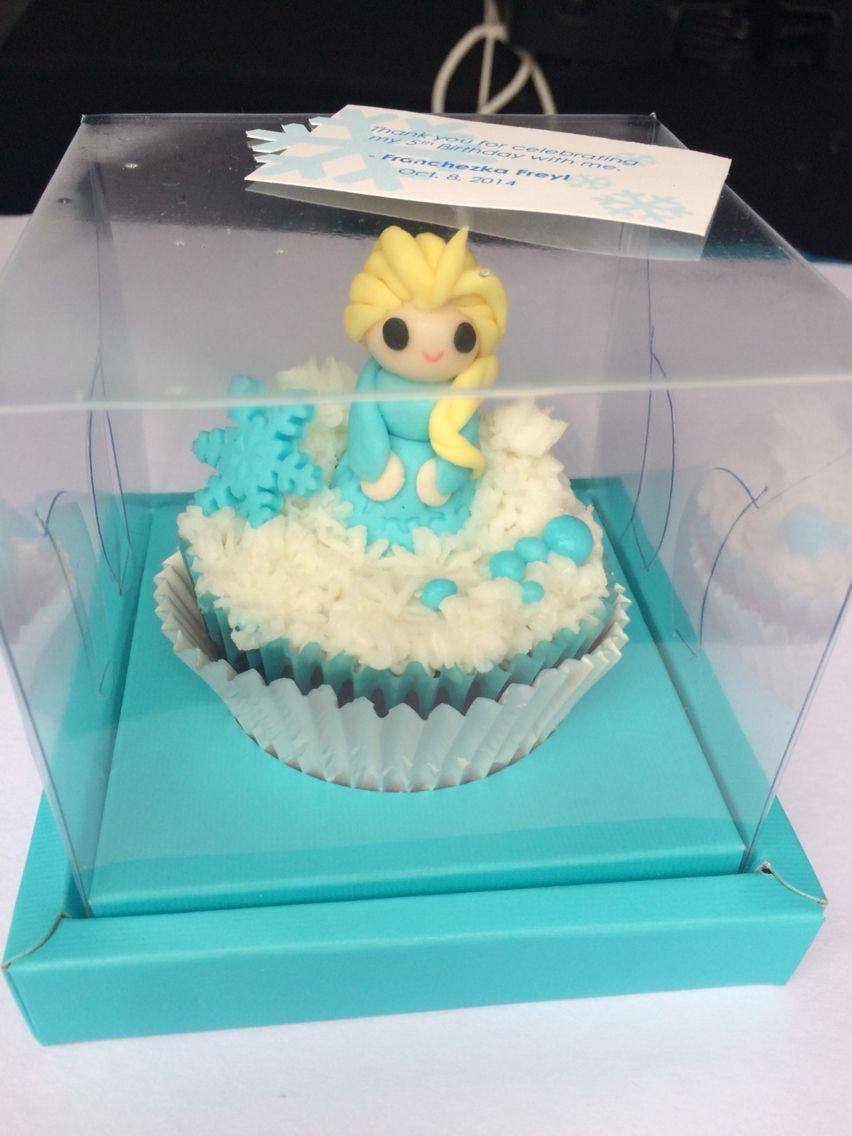 Chibi Elsa cupcake topper. Made of Fondant. Height: 1.5""