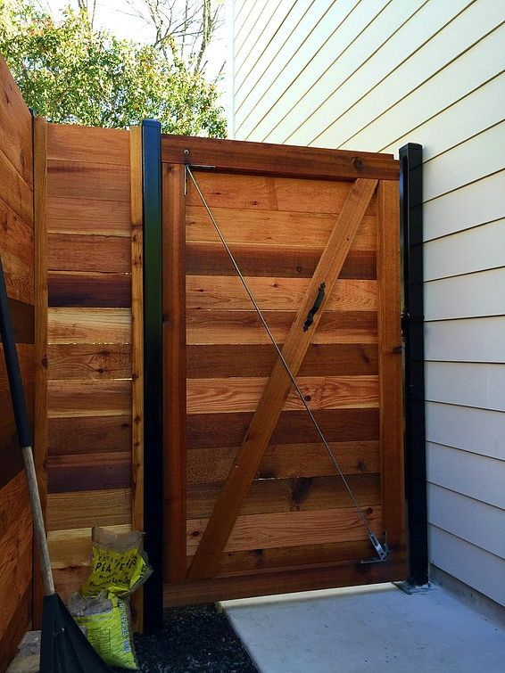 Some Great Horizontal Wood Fence Ideas For Your Summer