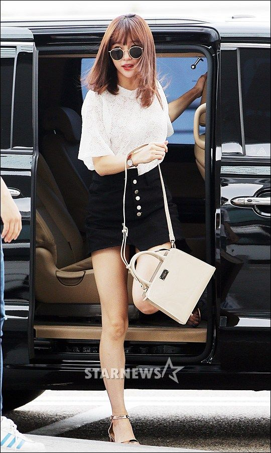 Exid Hani S Half Tuck And Her Airport Look To Hawaii Hani Airport Style Style