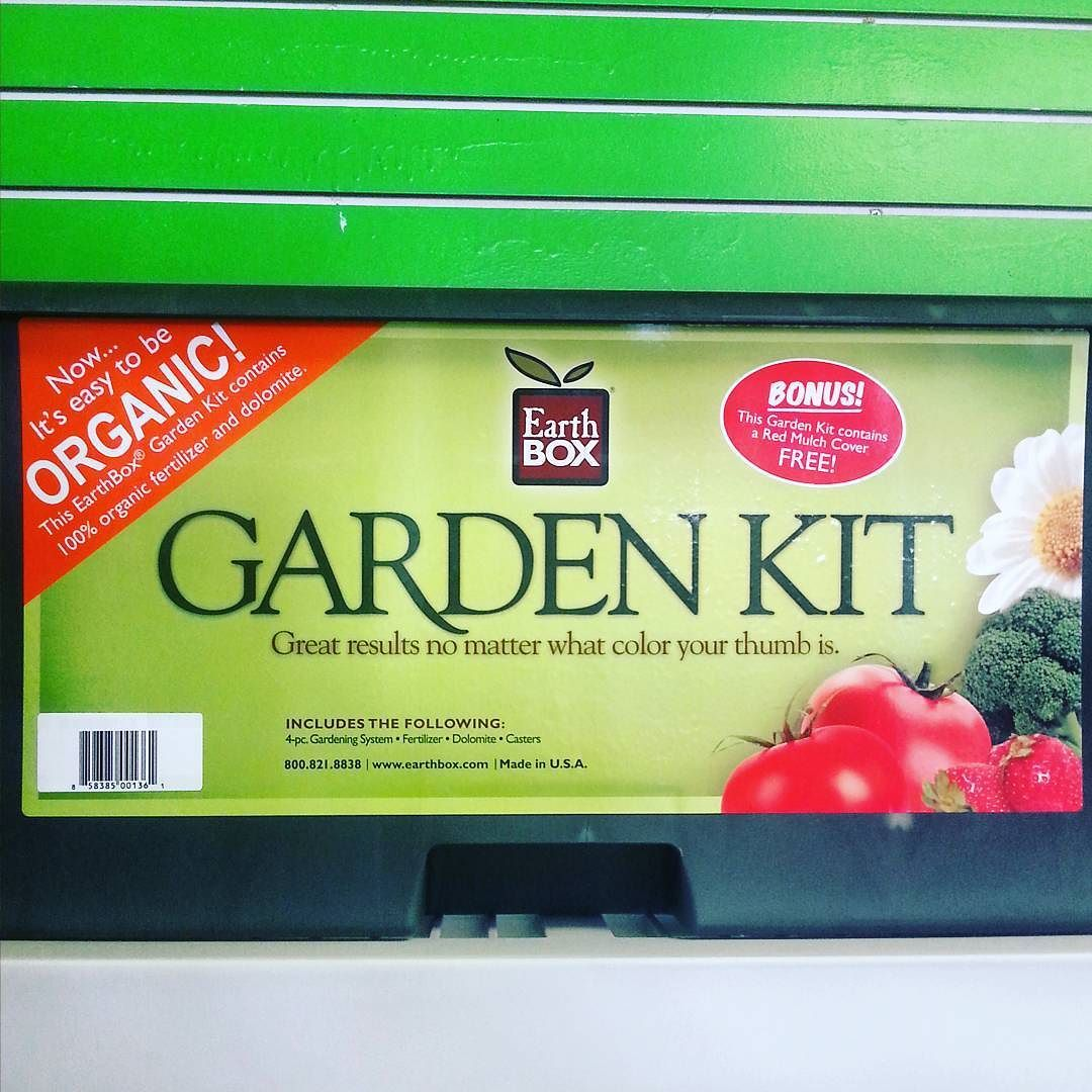 EARTHBOX GARDEN KIT 100 Organic comes with 4 pc gardening system