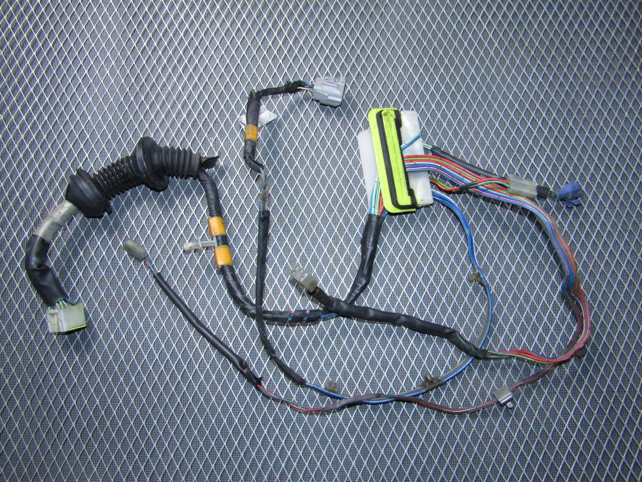 a6234cd548bc8b3aa01f2cdc0e061b9e 87 91 toyota crown royal saloon oem door wiring harness front