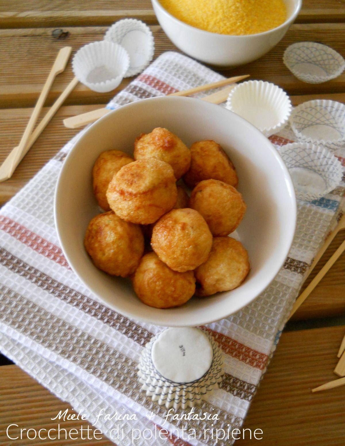 Crocchette di polenta farcite.Ricetta finger food.Ottime negli antipasti, buffet. Da personalizzare e da preparare anche in anticipo