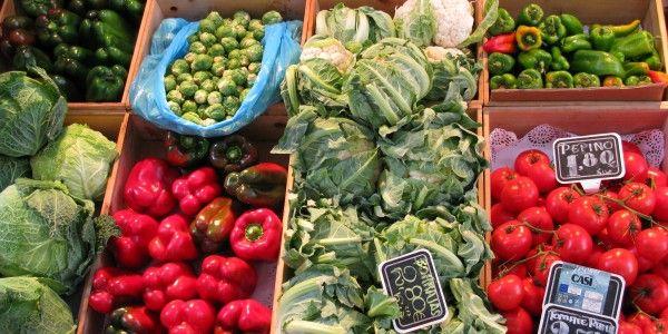 Biologisch=logisch. Daarom deze zondag weer een biologische markt op het Pieterskerkplein. De Biologische Smaak van Leiden, zo heet de markt deze zondag. De nadruk ligt op eerlijke, streekgebonden producten. Denk aan biologisch brood, groente, wijn, zeep, kaas, en gedroogd fruit. Deelnemers zijn: Beebox, Ilias Delicatessen, Karels Bio Friet, Bio Kaas Janssen en vele anderen. See …
