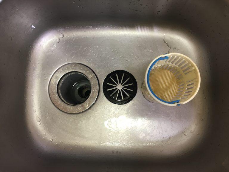 キッチンの排水口のお掃除には重曹とお酢でつまりはもう詰まらない