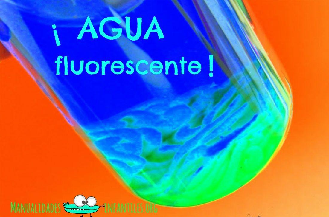 Hoy traemos una manualidad tan sencilla y rápida que os sorprenderá. Vamos a preparar nuestra agua fluorescente casera, con muy pocos materiales y en menos de ¡5 minutos! ¿Quieres ver el paso a paso? Materiales necesarios Tempera fluorescente un frasco...