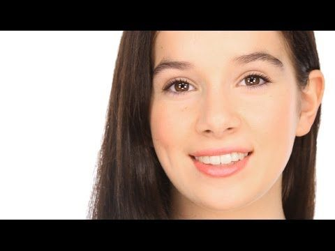 A Simple, Easy, Pretty, High School Makeup - Teen Beauty Tutoria.l An easy make-up for teens and makeup newbies who want a quick, pretty look using high-street / drugstore products. Great for High school or College! http://www.lisaeldridge.com/video/26339/easy-pretty-high-school-makeup-teen-beauty-tutorial/ #makeup #beauty #lisaeldridge