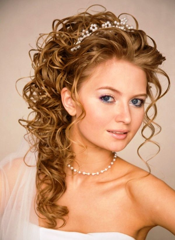 The Curly Wedding Hairstyles Are Trendy And In Summer 2017 Was Renewed For Your Convenience