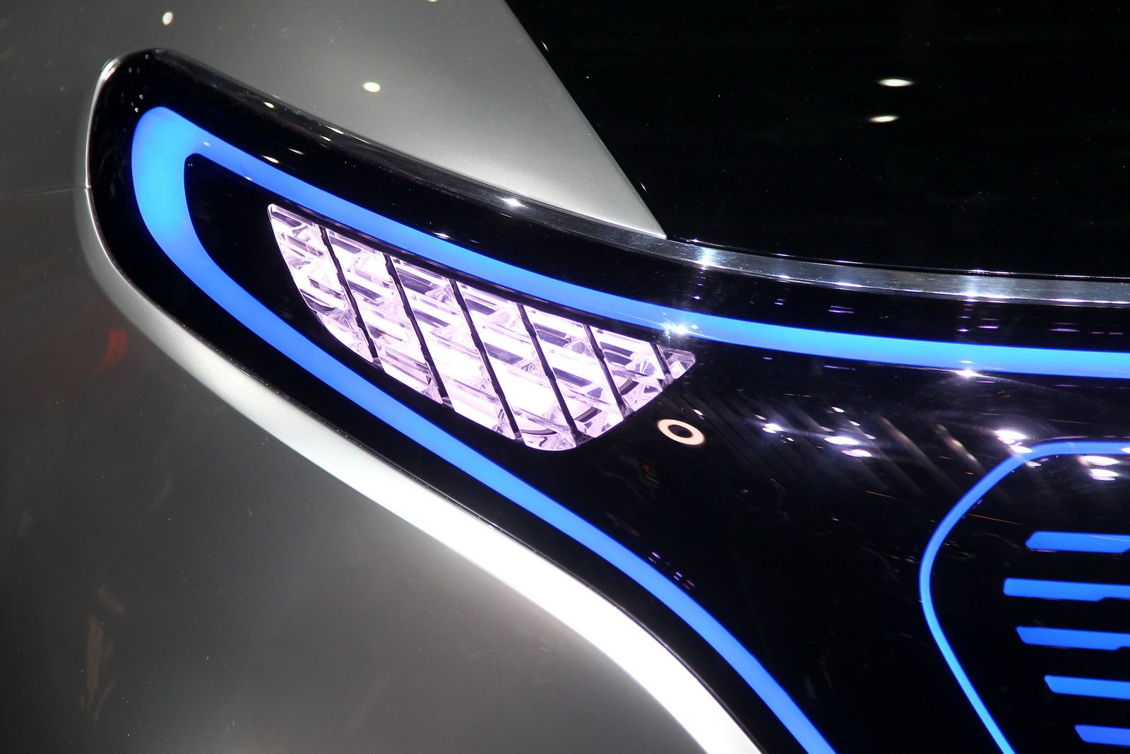 Frontlicht design mercedesu teslarivaling eq suv concept is the first sign of a new
