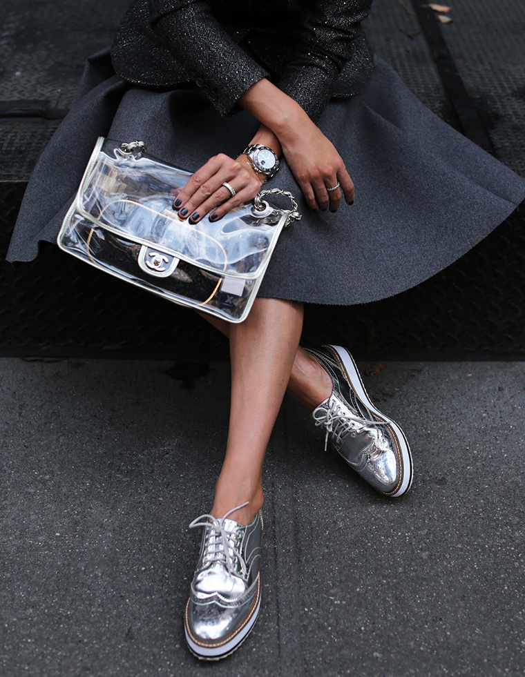 с чем сочетать серебристые туфли фото