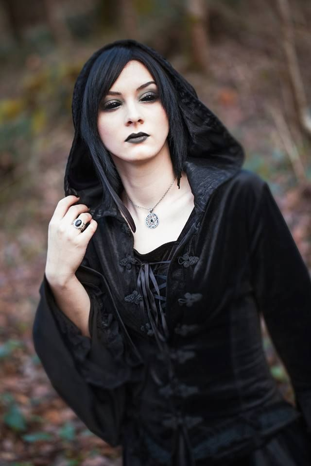 Pin by Graham Wallwork on gothic art in 2018 | Gothic, Goth, Gothic beauty