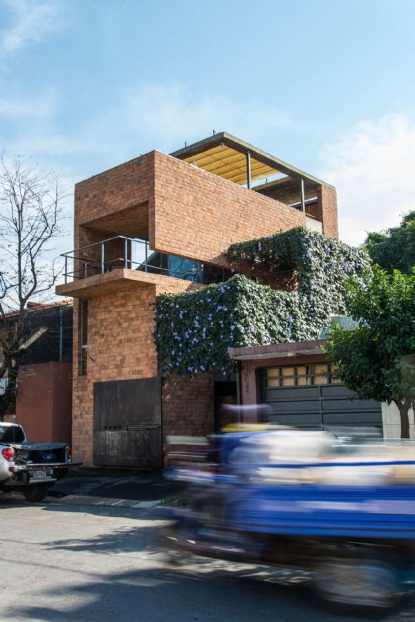 Uma casa um mirante arquitetos do estudio elgue for Casa home goods