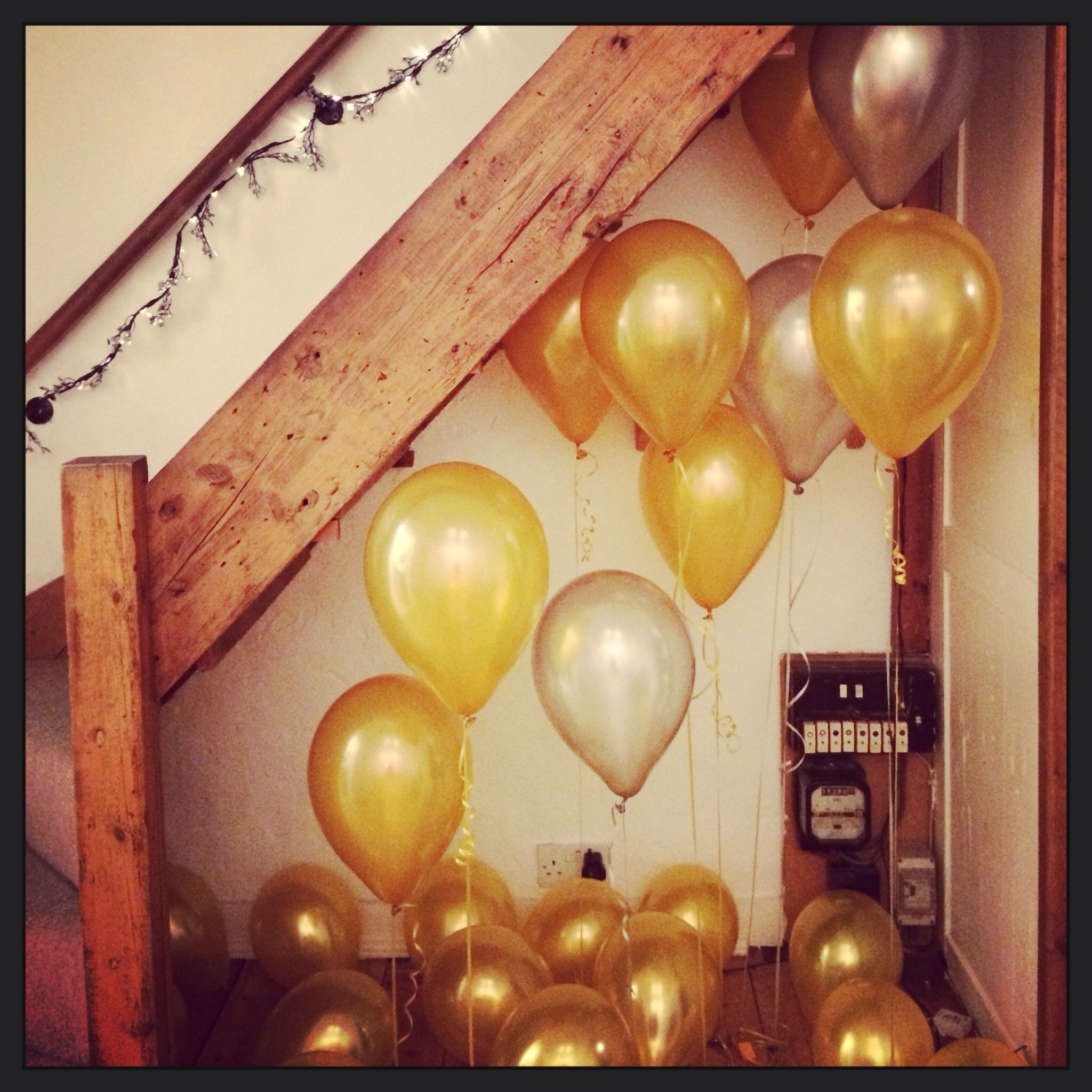 new year's eve, house party decoration ideas with balloons | party